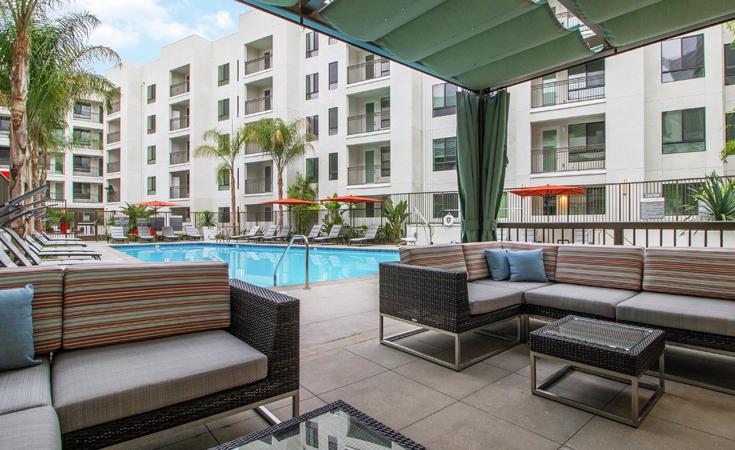 Moda_Apartments_Monrovia_CA_Pool_Area_01