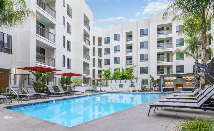 Moda_Apartments_Monrovia_CA_Pool_Area_04