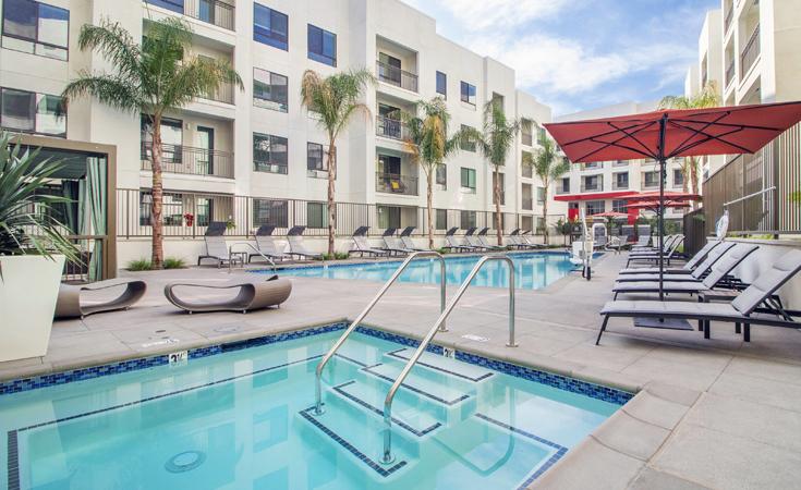 Moda_Apartments_Monrovia_CA_Pool_Area_08