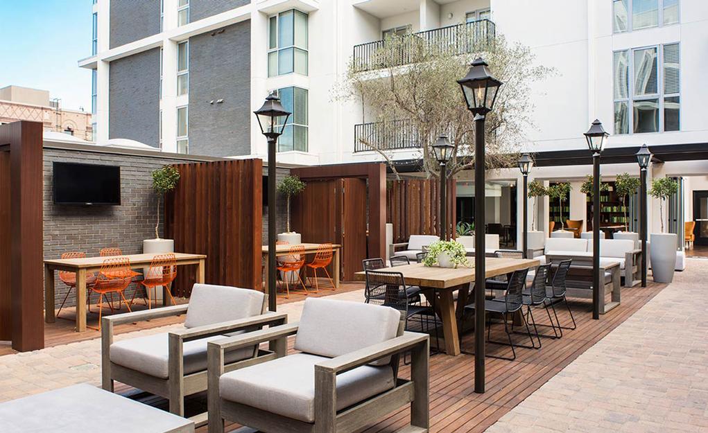 5550Hollywood_Courtyard2