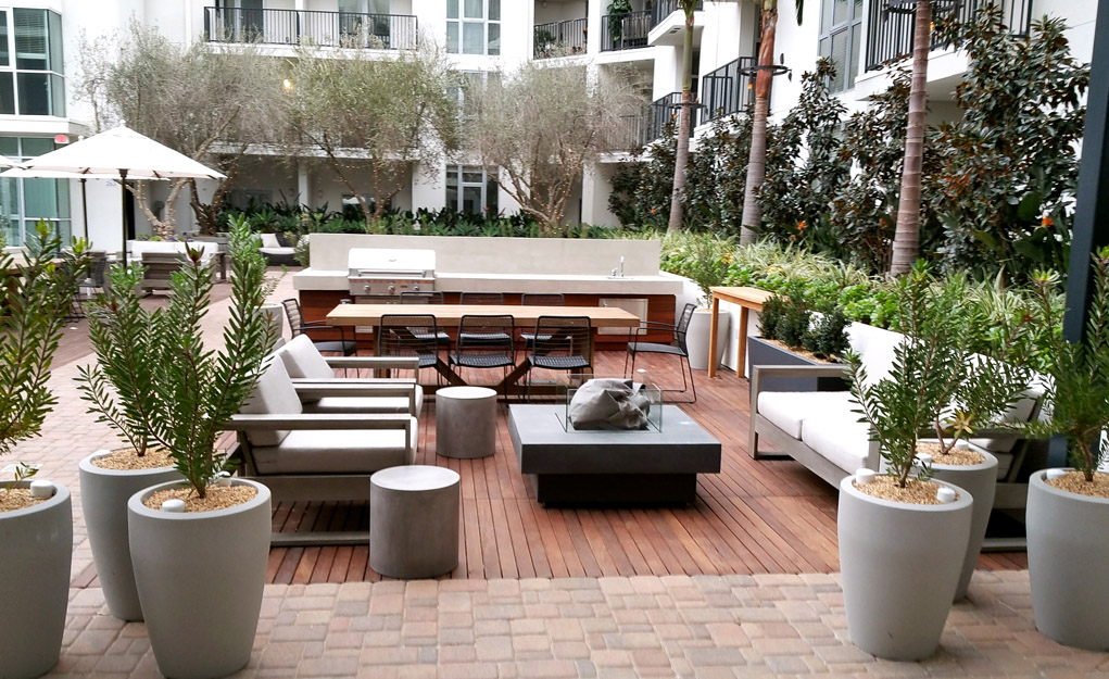 5550Hollywood_OutdoorRoomFireplace