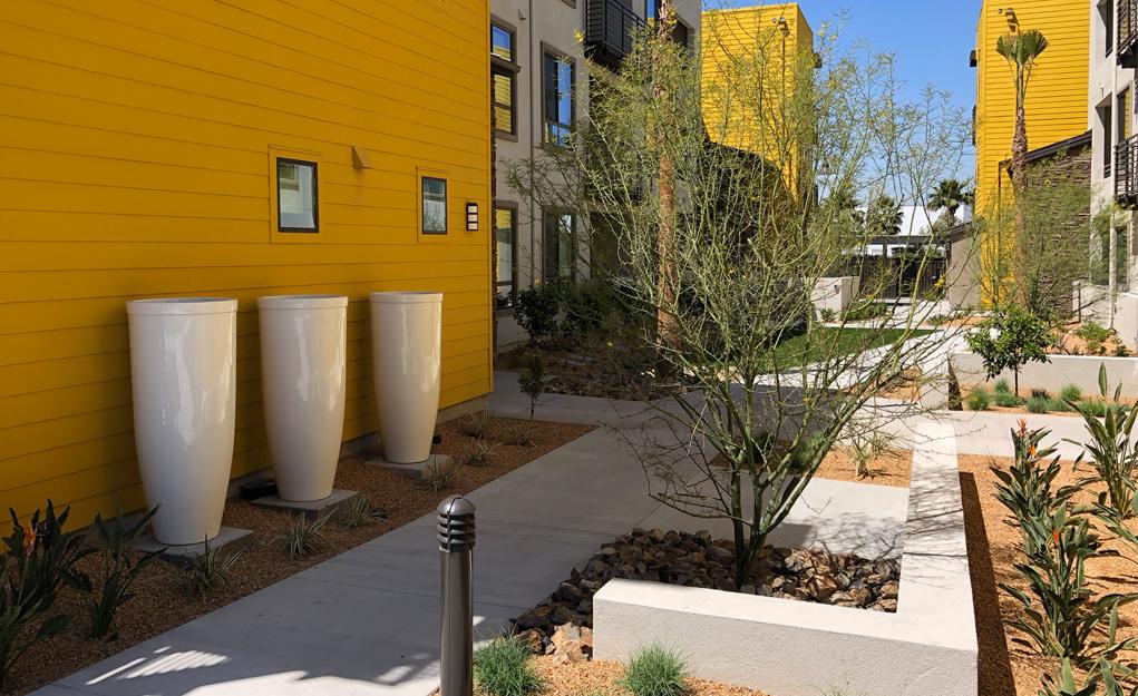 Summit_Courtyard2